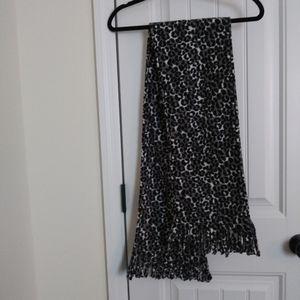 🆓B1G2 Cheetah print scarf